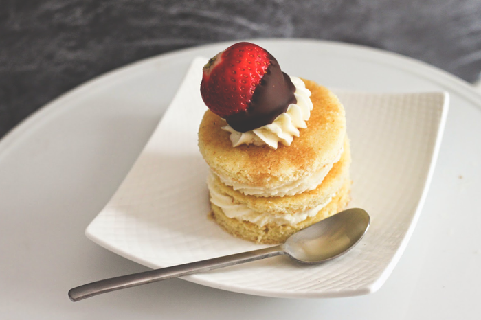 champagne-and-strawberry-cake