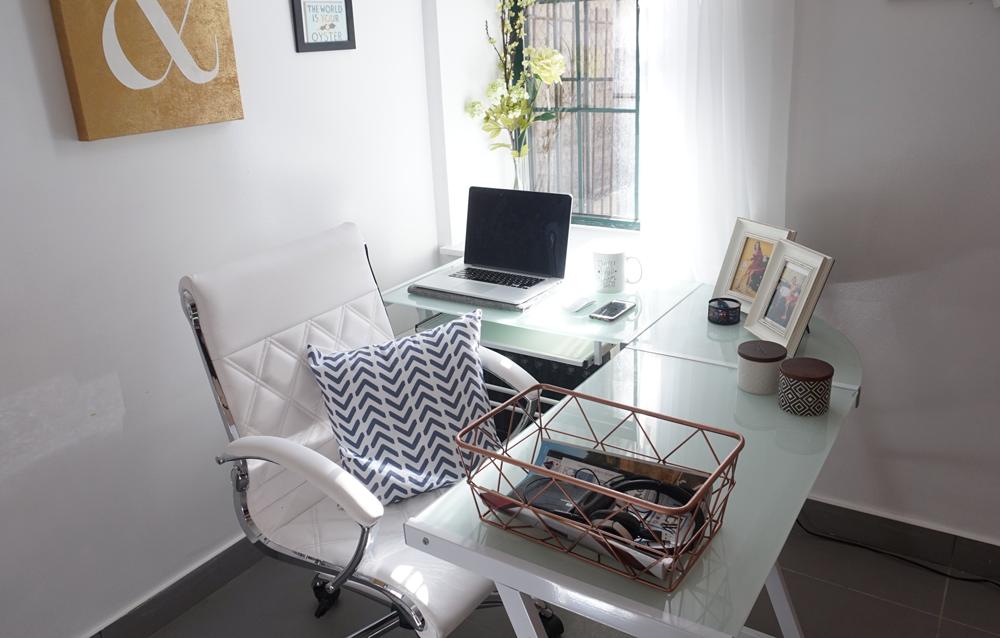 LVH_desk