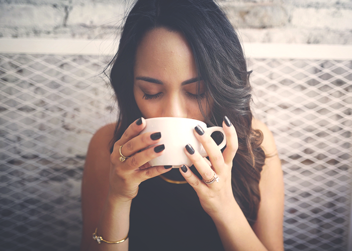 woman-drinking-coffee