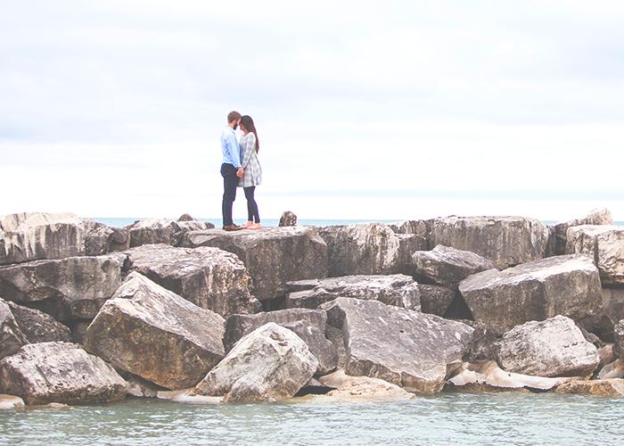 lovers-on-rocks