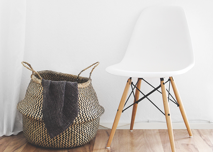 tfd_photo_empty-white-chair-and-basket
