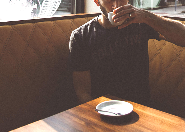 tfd_photo_young-guy-drinking-coffee-in-booth