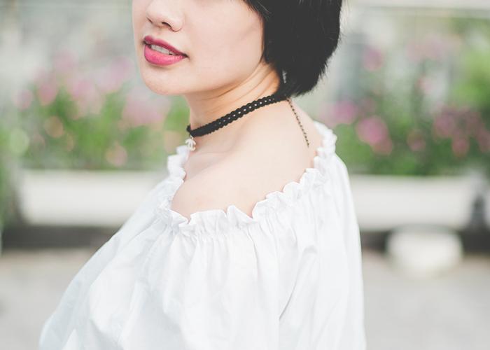 tfd_photo_young-woman-in-choker