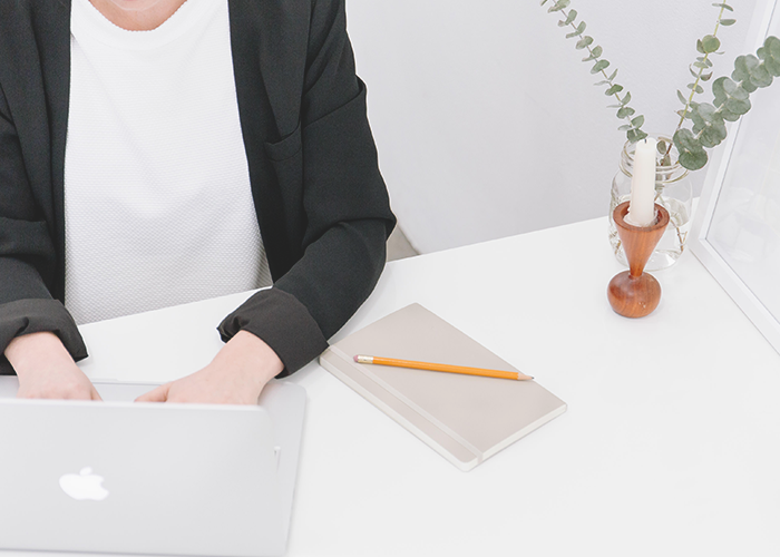 tfd_photo_woman-working-at-isolated-desk