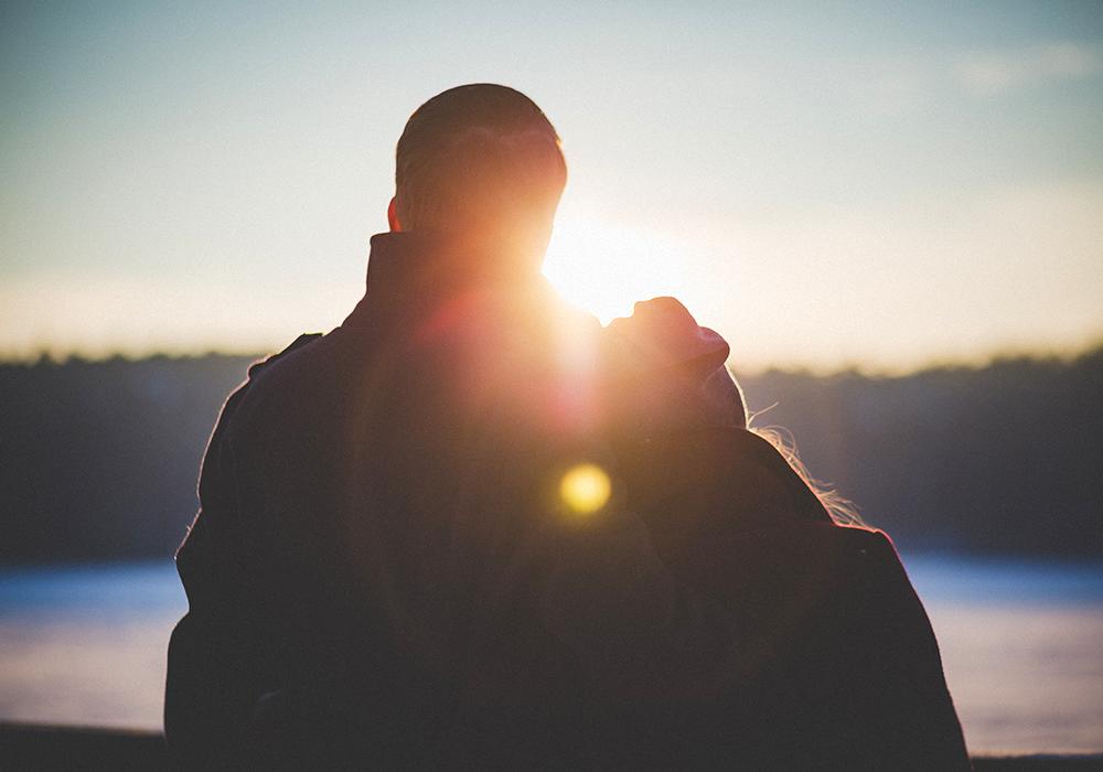 couple-in-sunlight