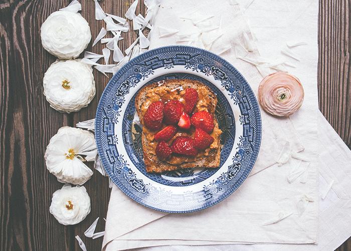 sliced-berries-toast